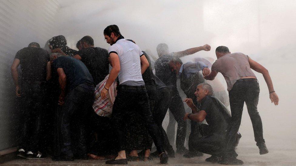Diyarbakır'da gösteriye su ve gaz müdahalesi