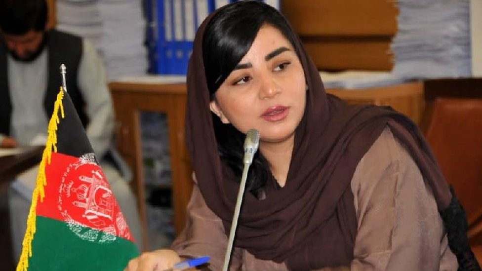 Farzhana Kochai speaking in a conference