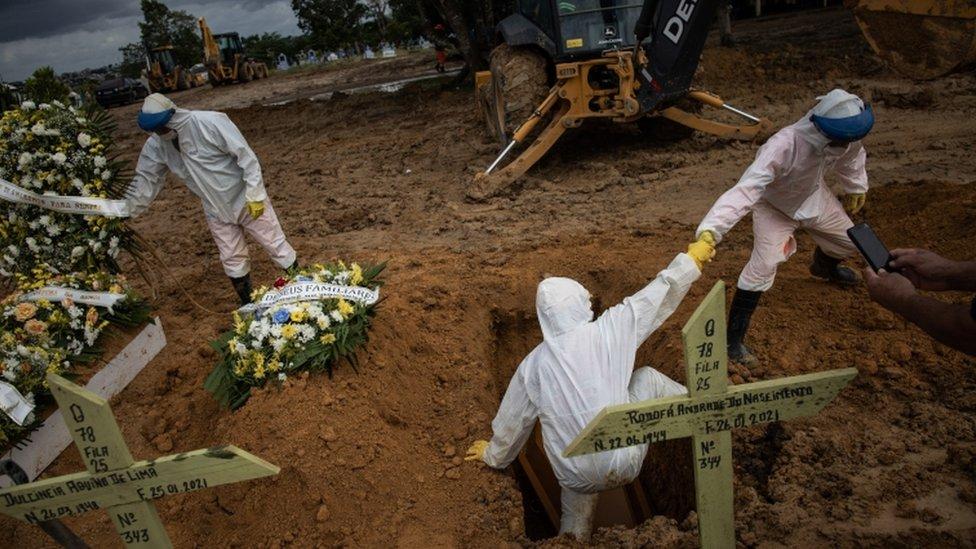 Brezilya'da mezarlık.