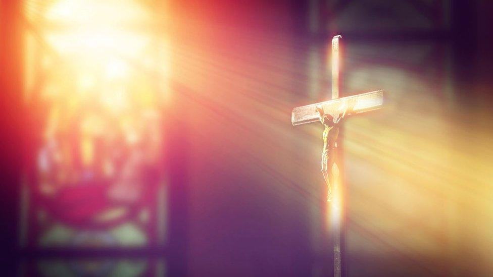 Cristo en una cruz