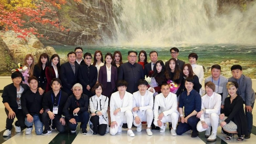 A picture released by the North Korean Central News Agency shows leader Kim Jong-un (C), together with his wife Ri Sol Ju, with South Korean artists at the East Pyongyang Grand Theatre, 1 April 2018