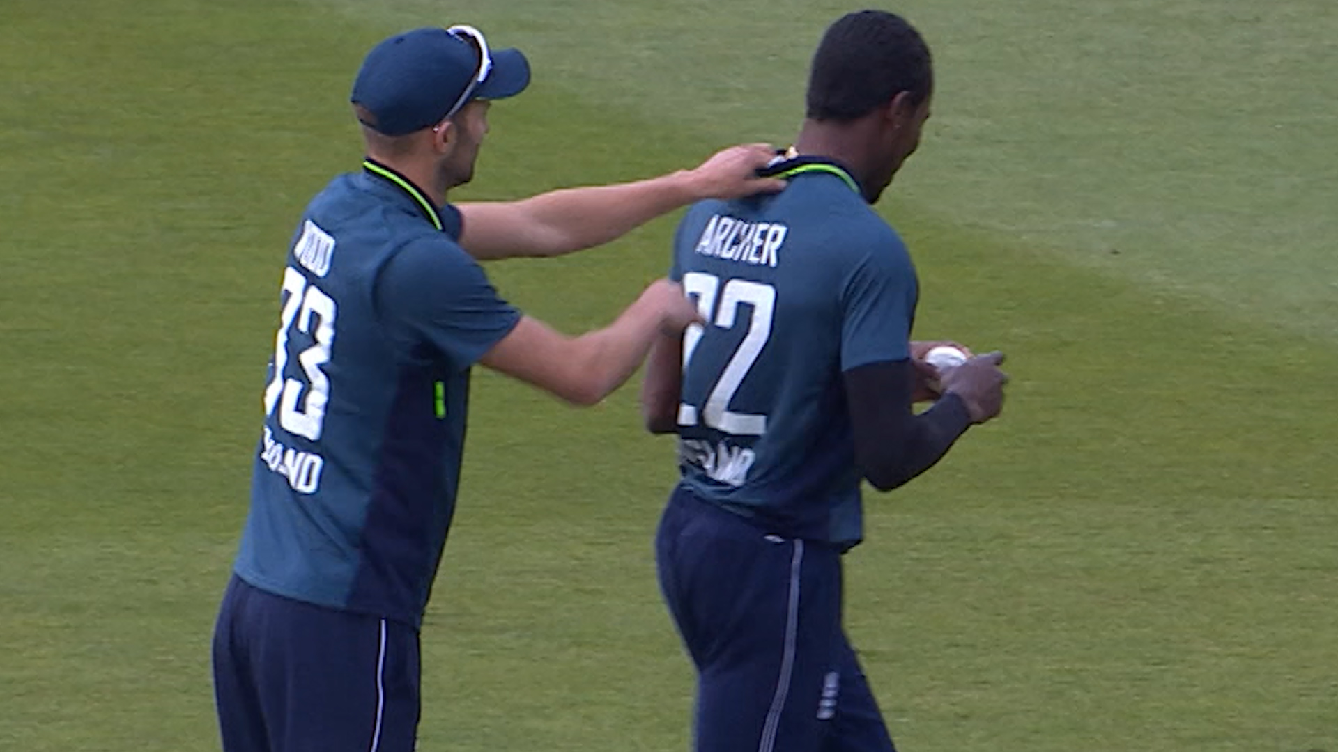 England v Pakistan: Jofra Archer forgets to take label out of shirt