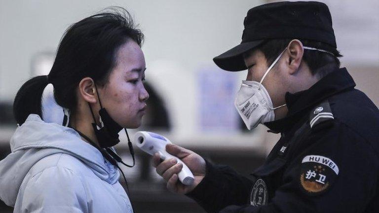 Очаг коронавируса в Китае - город Ухань. Здесь останавливают общественный транспорт