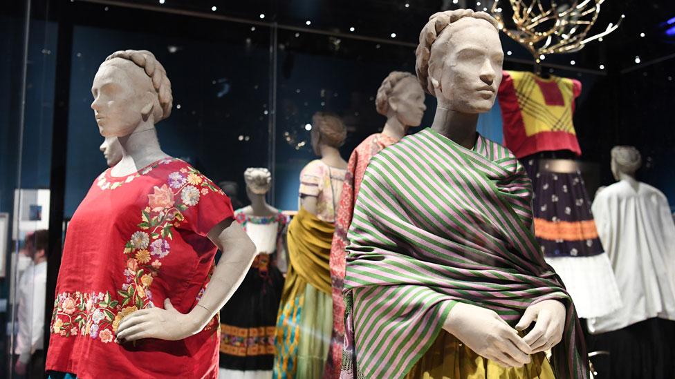 在倫敦V&A展出的卡蘿的外衣