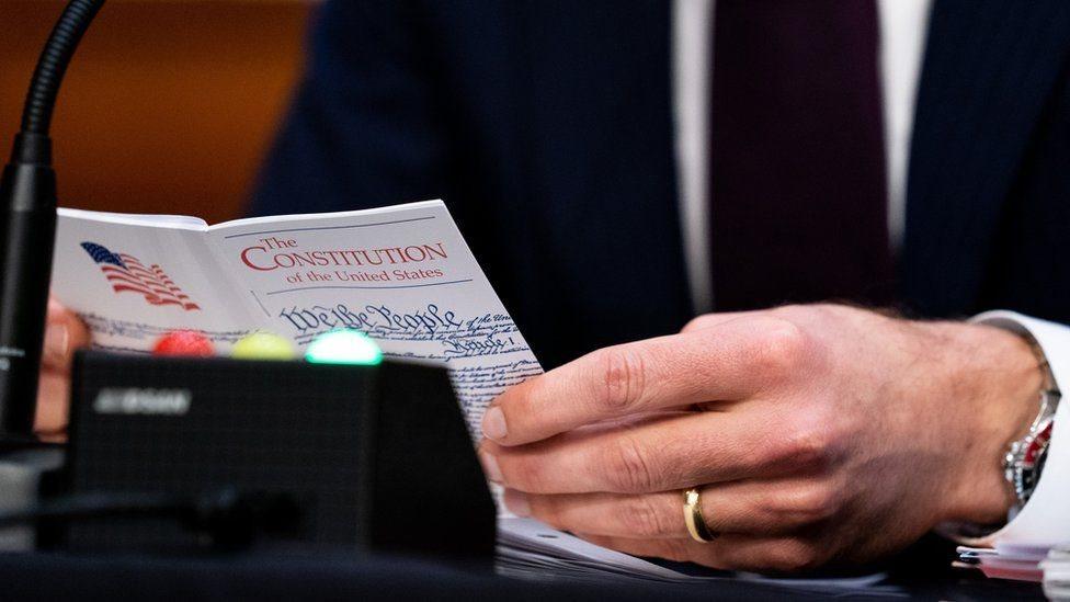 ABD Anayasası'nı okuyan bir Kongre üyesi