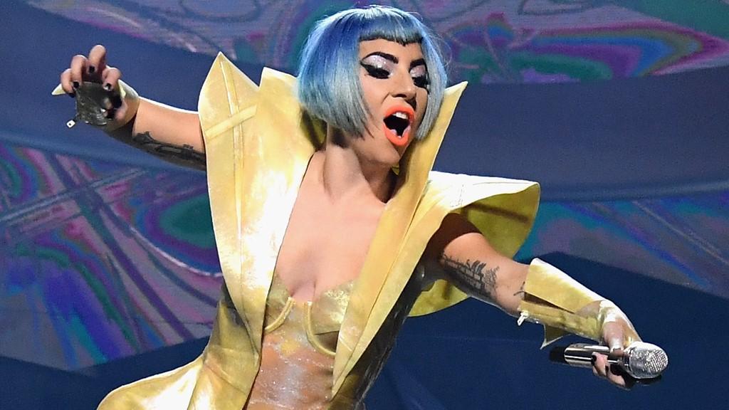 Леді Гага впала зі сцени разом із фанатом у Лас-Вегасі