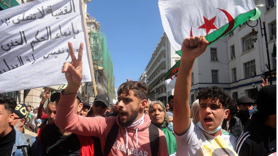 جانب من مظاهرة رافضة للانتخابات التشريعية نظمها الحراك في الجزائر في 23 آذار/مارس الماضي