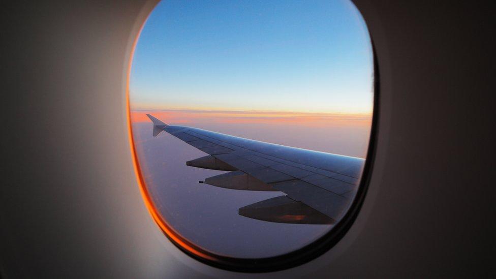 Ala de un avión desde dentro