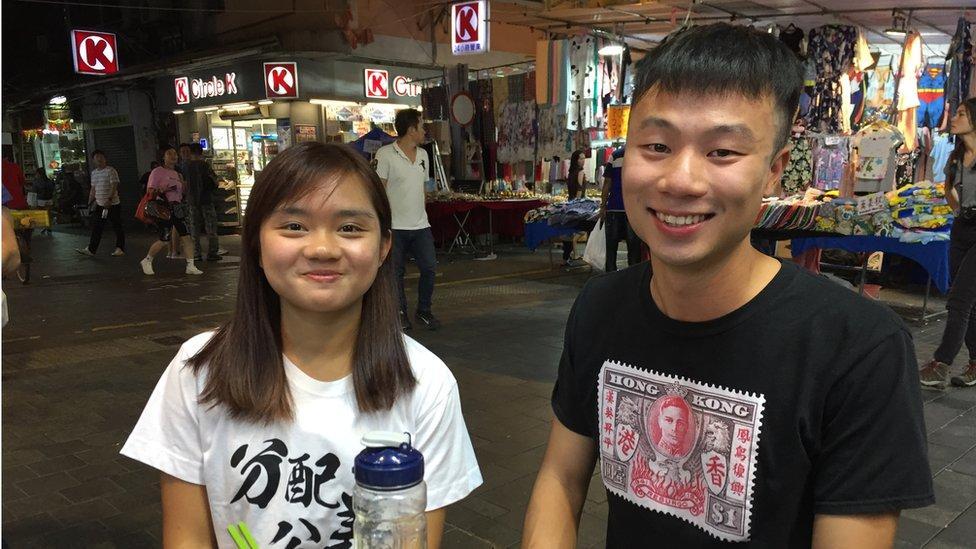 香港學生梁雪林(左)和迪基