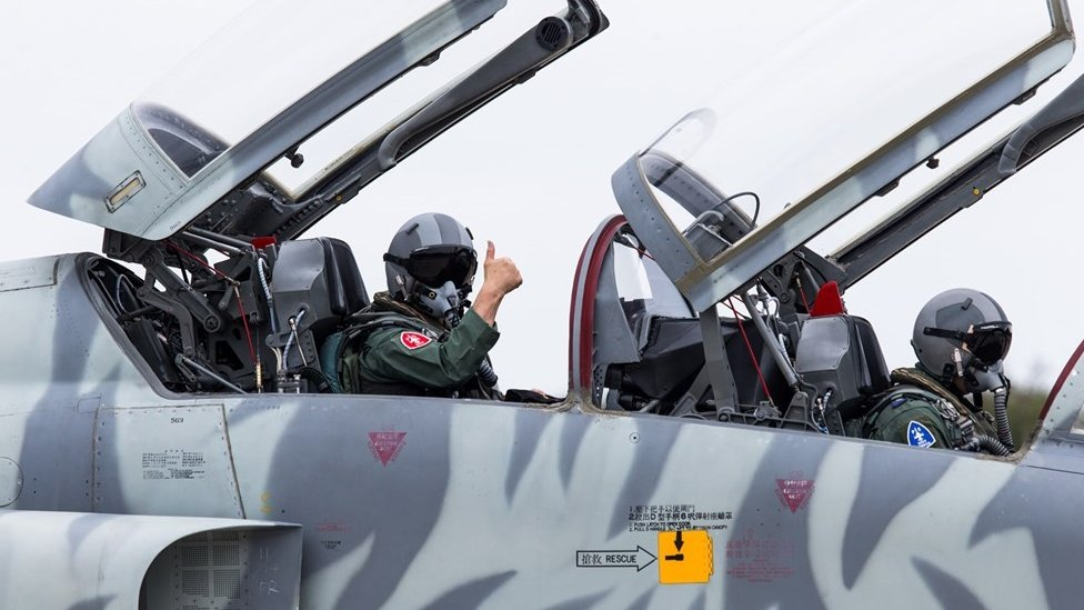 Taiwan air force chief joins F-5 test flight after fatal crash thumbnail