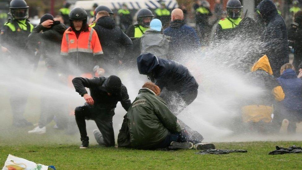 وقعت احتجاجات في أمستردام أيضا
