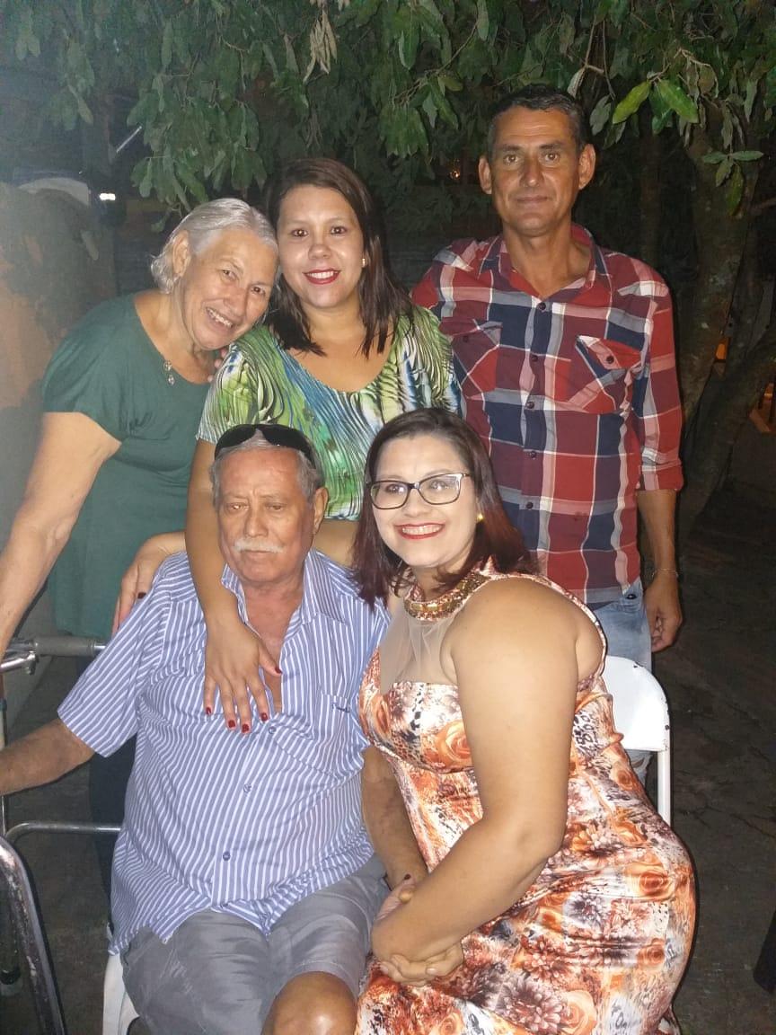 família reunida em foto
