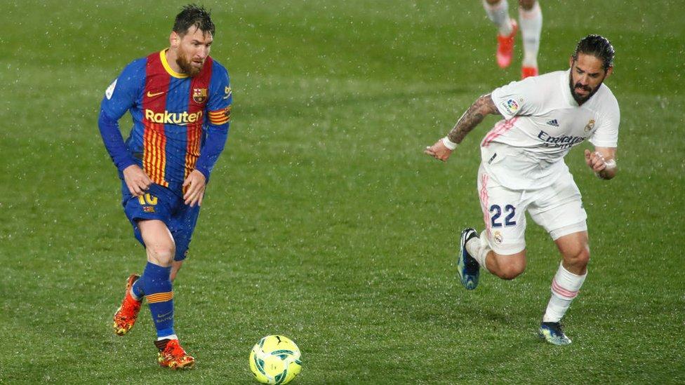 Leo Messi en un partido contra el Real Madrid el 10 de abril de 2021