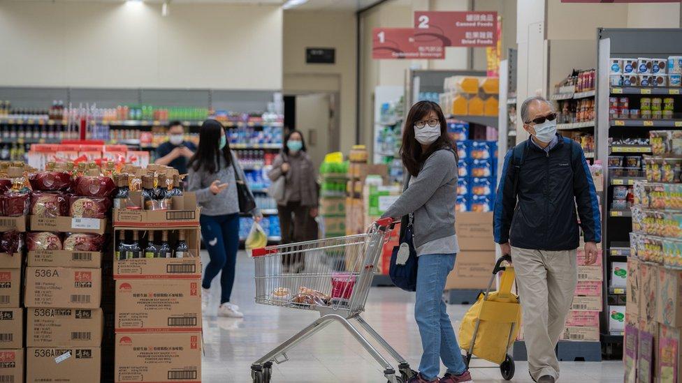 香港市民不論是日常生活、購物、外出乘車大都難不開當地發展商和它們的附屬公司。