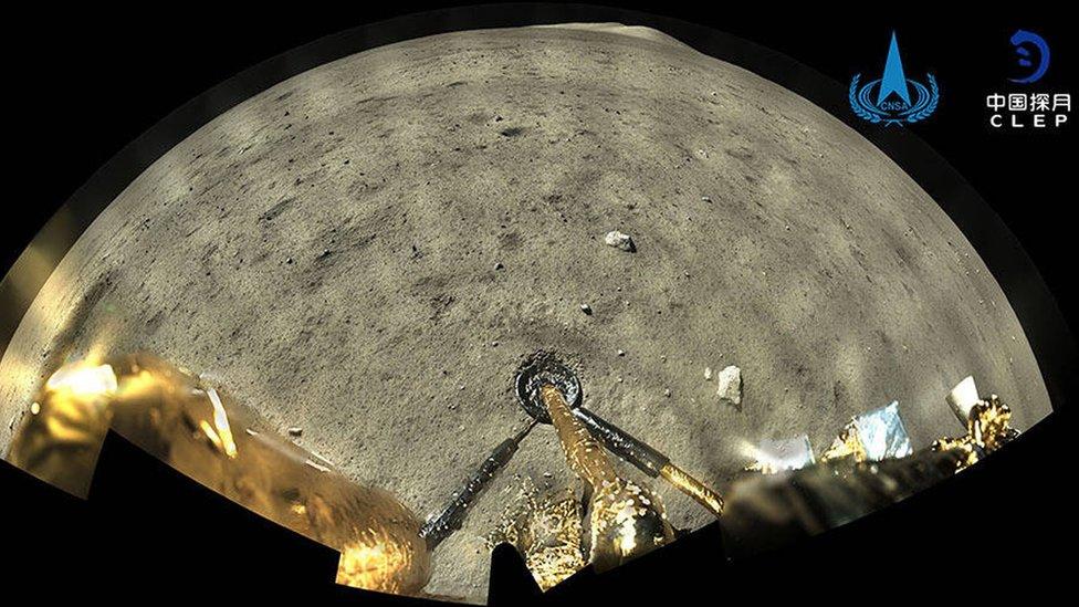 嫦娥五號登月器拍攝的月球表面照片