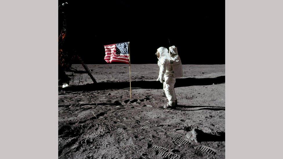 Прапор на Місяці