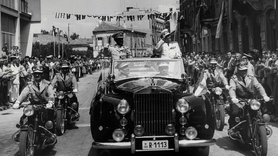 Poseta cara Hajla Selasija Jugoslaviji: doček priređen na ulicama Pule, 15.08.1959.
