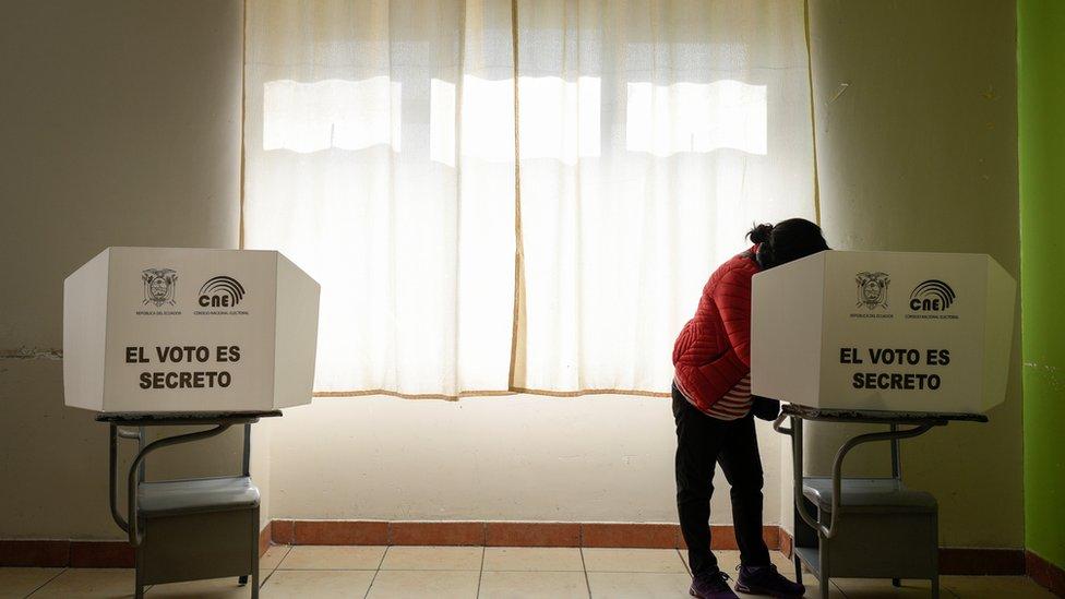 Centro de votación en Quito, Ecuador