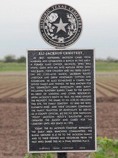 Placa en conmemoración al legado de Nathaniel Jackson.