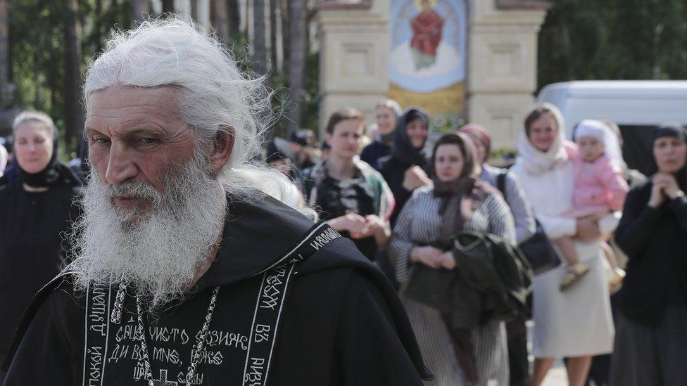 """""""Хочешь в царство небесное? Падай на колени, кайся!"""" Как жили дети в монастыре схиигумена Сергия"""