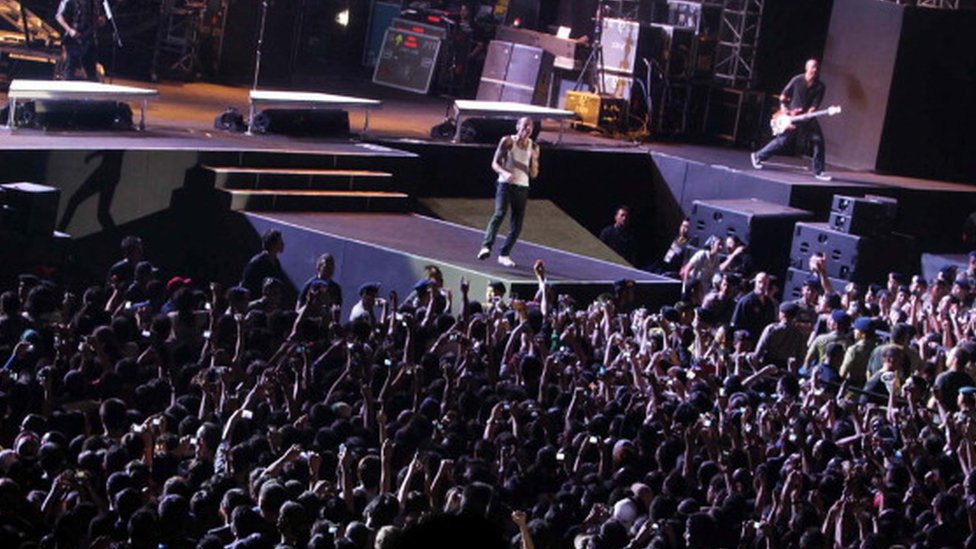 Chester Bennington (centre) performs with Linkin Park in Jakarta (21 September 2011)