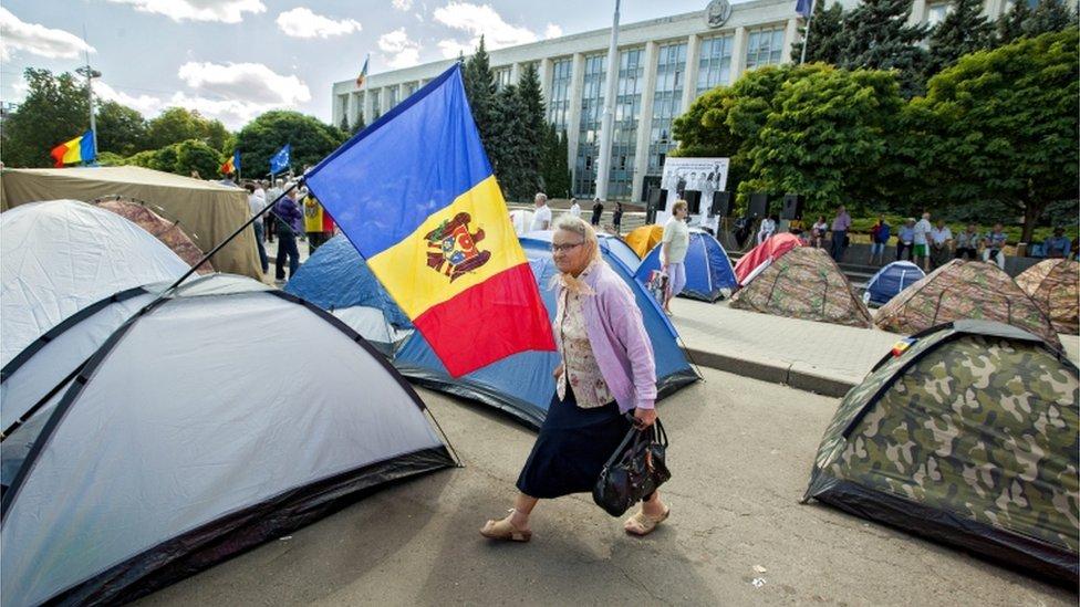 Tent city in Chisinau (7 Sept)