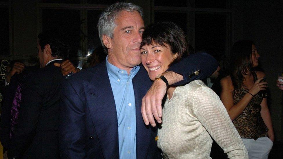 جيفري إبستين وصديقته غيلين ماكسويل في نيويورك في عام 2005