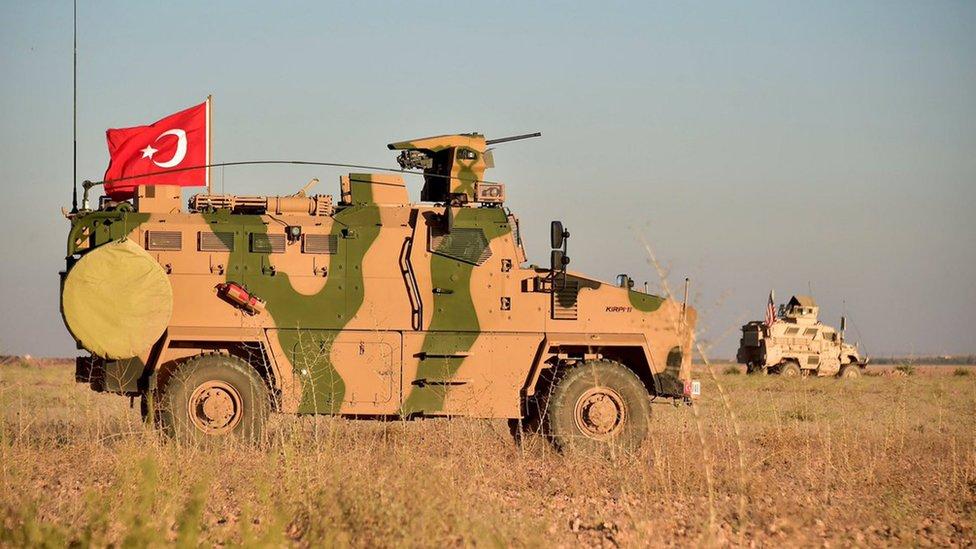 (أرشيف) دورية مشتركة بين قوات تركية وأمريكية قرب منبج