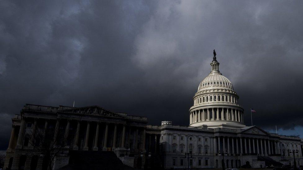ABD Kongresi üzerinde kara bulutlar.