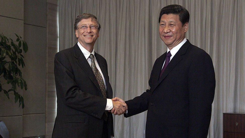 Bill Gates saluda a Xi Jinping