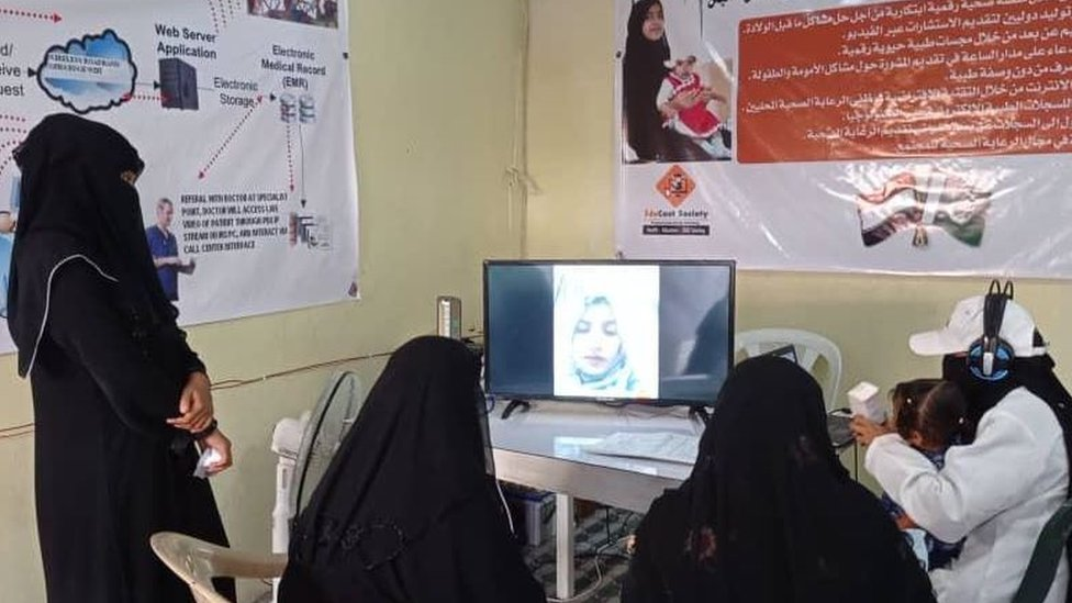 Rehana talking to patients from Yemen