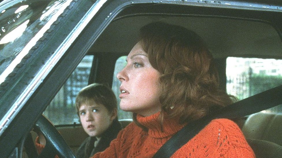 Haley Joel Osment and Toni Colette in a scene of the Sixth Sense