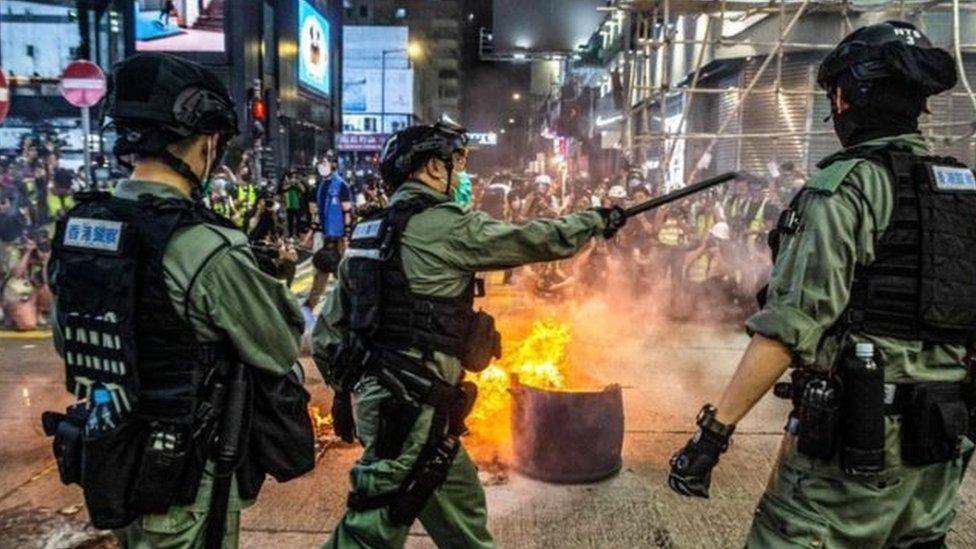 تقول الصين إن فرض القانون الأمني الجديد في هونغ كونغ حق لها لأنه الجزيرة جزء من أراضيها.