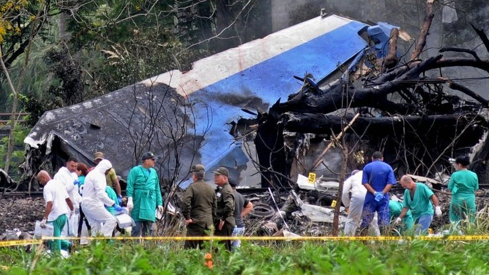 Police and military personnel work among the wreckage of the Boeing-737 plane that crashed shortly after taking off from the Jose Marti airport in Havana, Cuba, 18 May 2018