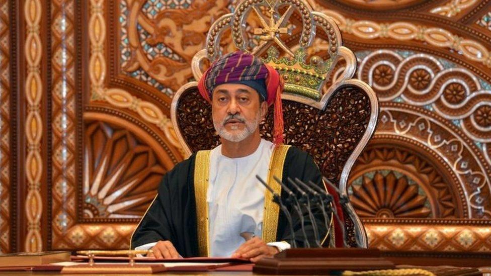 أصدر السلطان هيثم بن طارق مراسيم تقضي بإجراء تغييرات عدة منذ توليه السلطة