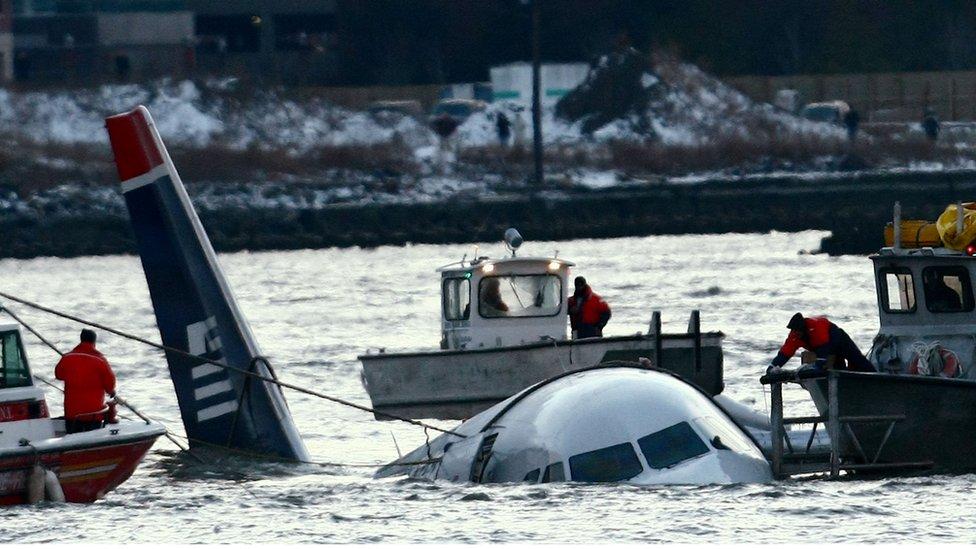Avión sumergido en el río Hudson.