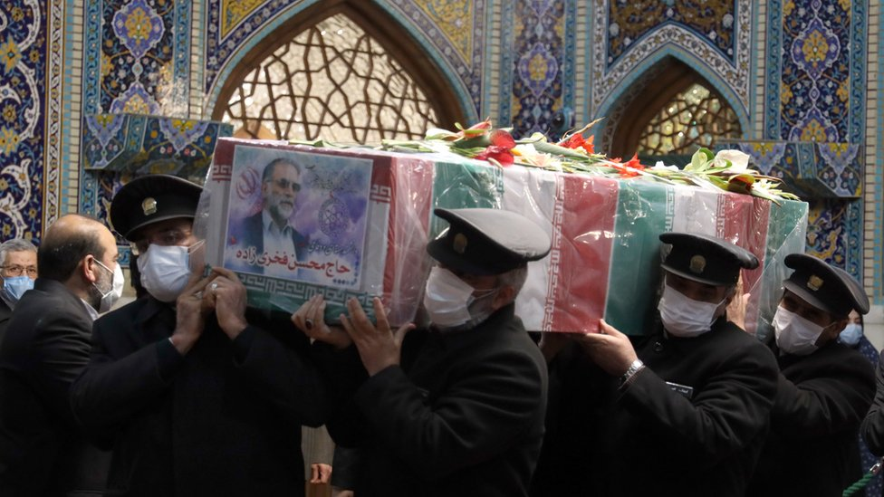 من مراسم جنازة العالم الإيراني محسن فخري زادة