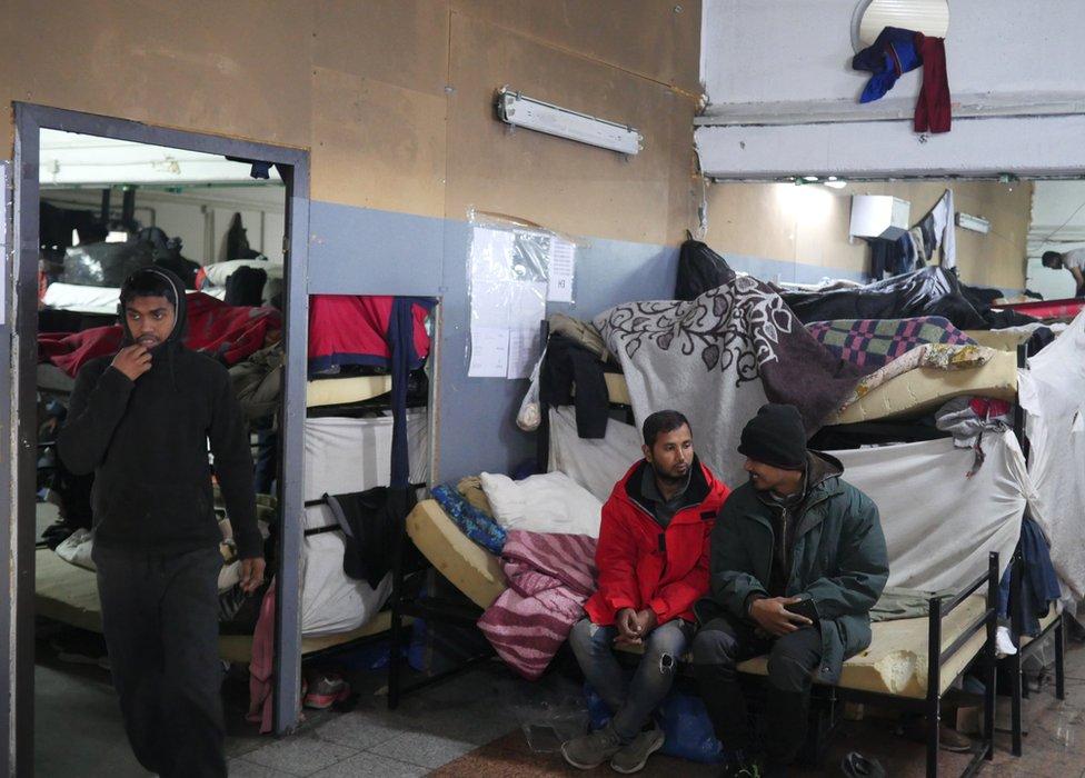Miral prihvatni centar u Velikoj Kladuši na granici sa Hrvatskom