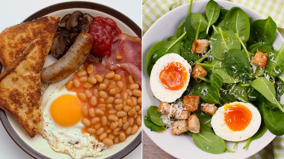 أطباق تحوي بيضا وأطعمة أخرى