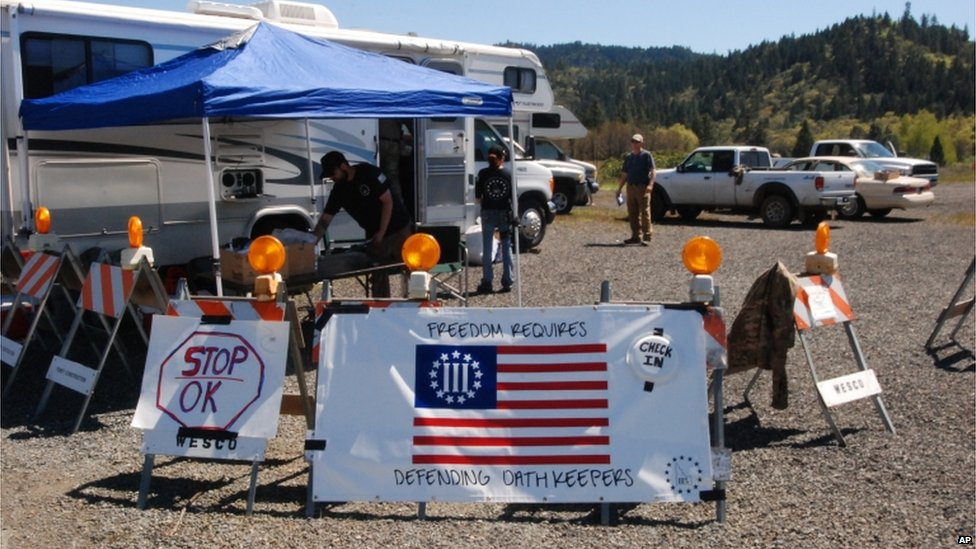 People stand ready to check in volunteers at a staging area outside Grants Pass, Oregon on 16 April 2015