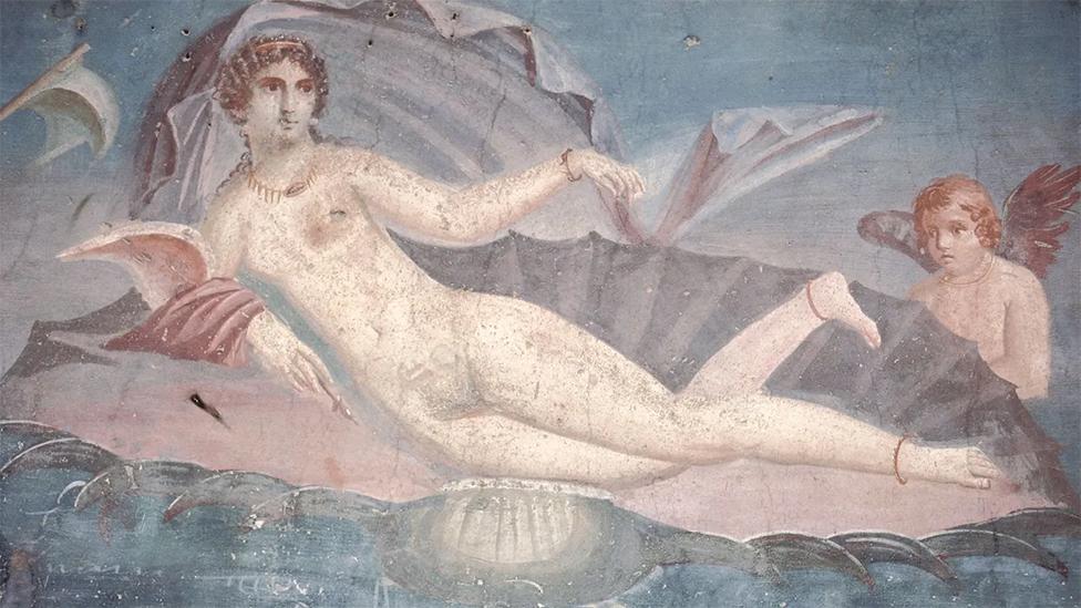 Murales en Pompeya, incluido este del 62 d.C., muestran a Afrodita emergiendo de las aguas en una concha.