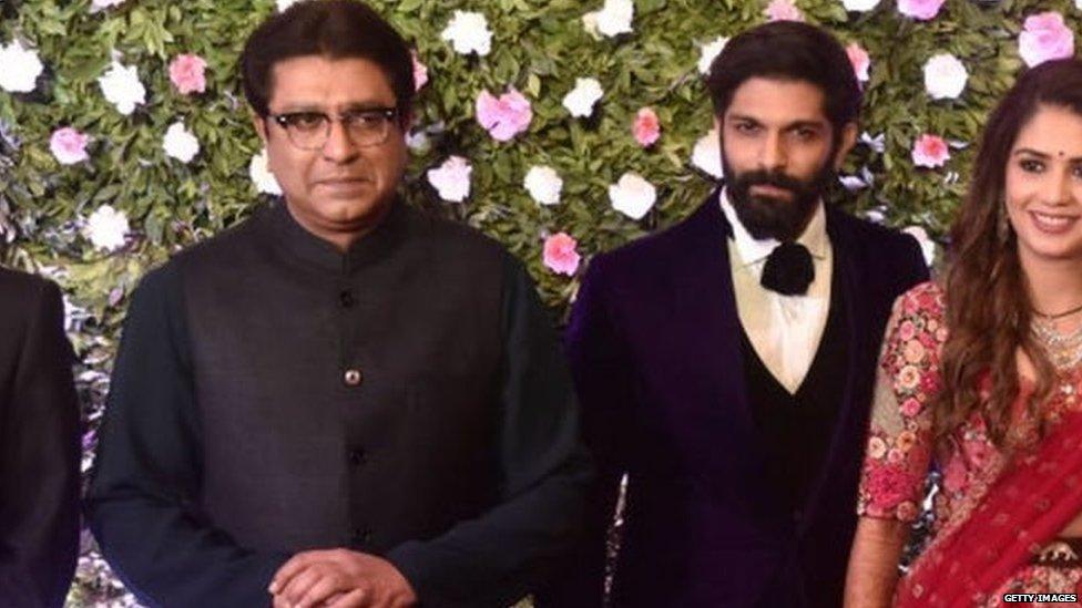 अमित अपने पिता राज ठाकरे के साथ