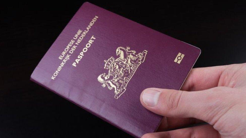 第一本有第三性別選項的荷蘭護照