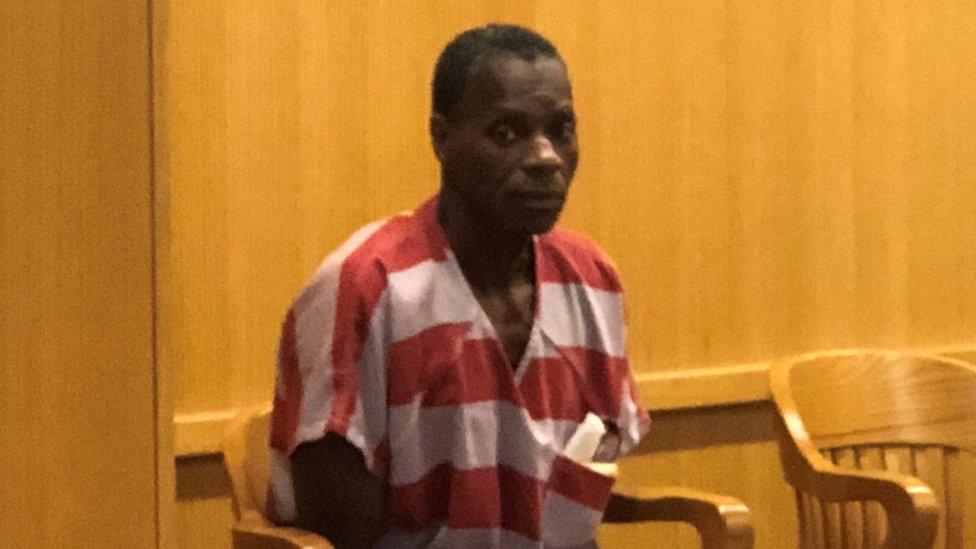 Alvin Kennard en un tribunal