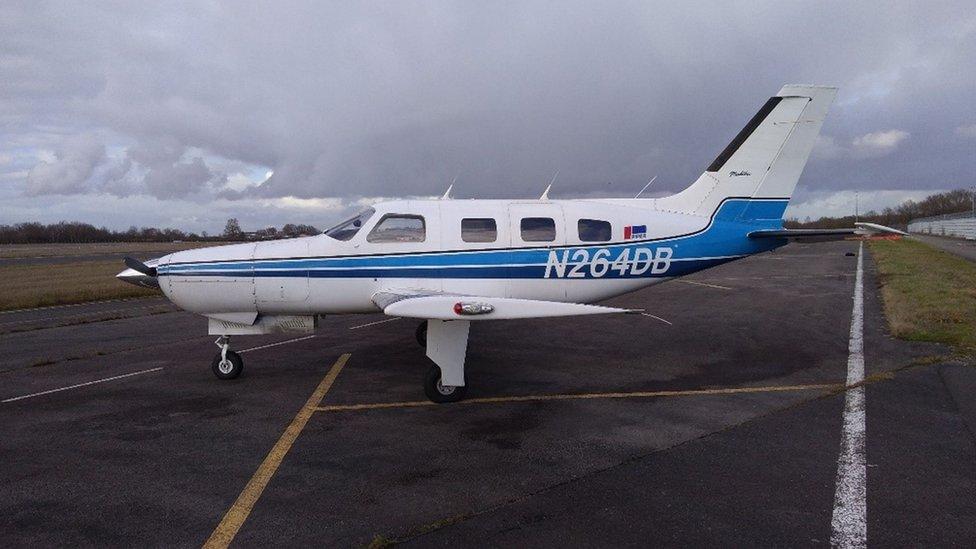 La avioneta antes de despegar del aeropuerto de Nantes.