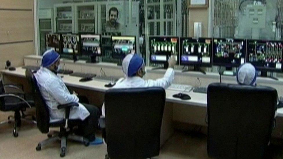 عمال في منشأة نطنز لتخصيب اليورانيوم