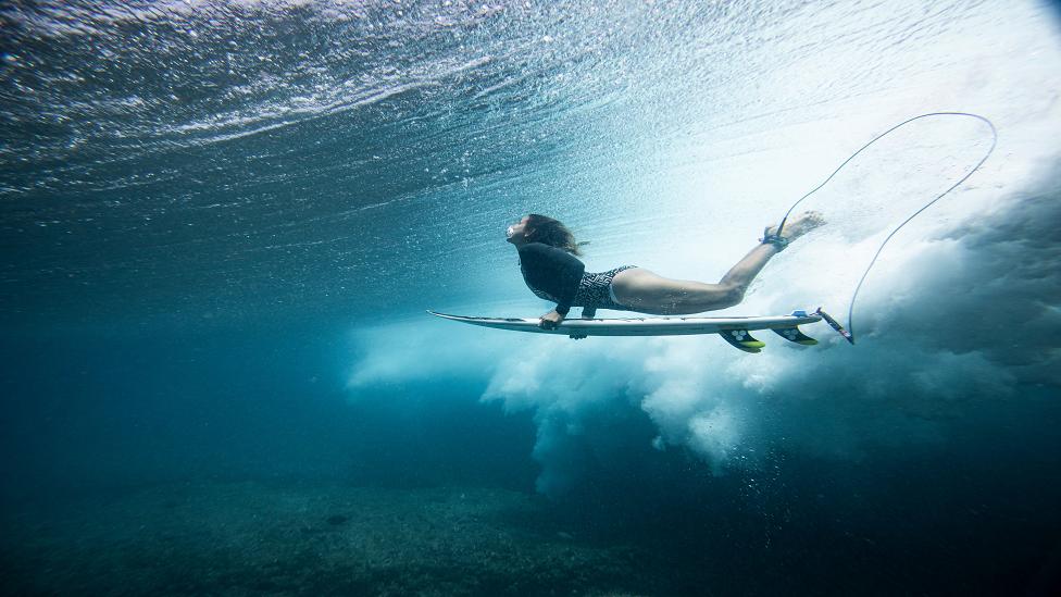 تعشق مايا الأمواج منذ سن الـ 17 من عمرها