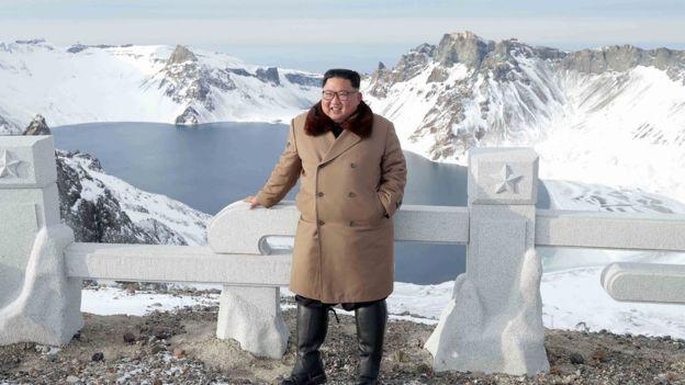 金正恩再度登頂白頭山