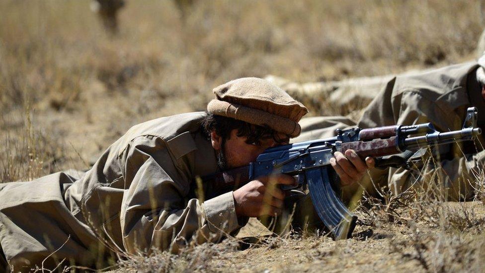 خلال تدريبات لمقاتلي جبهة المقاومة الوطنية في بانشير