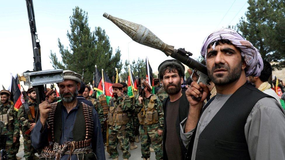 مسلحون يعلنون أنهم سيدعمون الجيش الأفغاني بالقرب من كابول